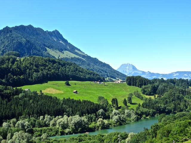 Zu Fuss lässt sich die Gegend Gruyère perfekt erkunden.