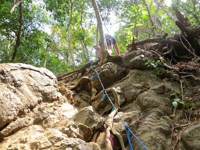 Und die Kletterpartie zum höher gelegenen Wasserfall.