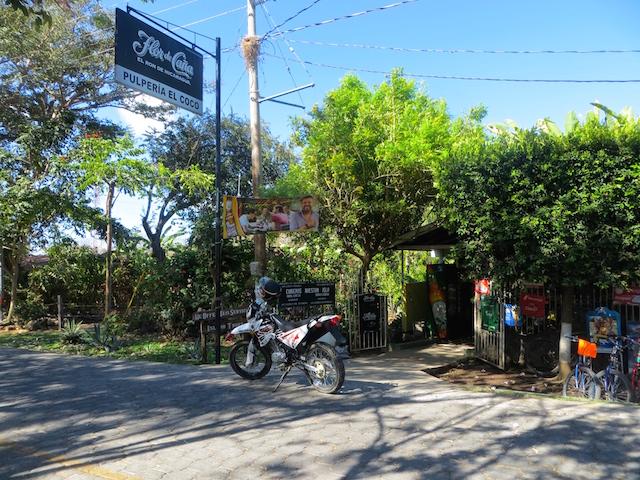Mit dem Motorrad um die Isla Ometepe.