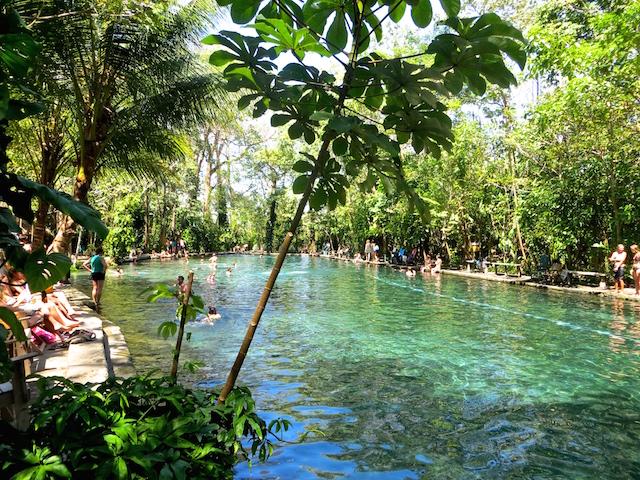 Baden im Ojo de Agua auf der Isla Ometepe.