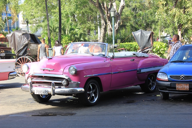 Ein begehrtes Bild für Touristen: Oldtimer in Havanna.