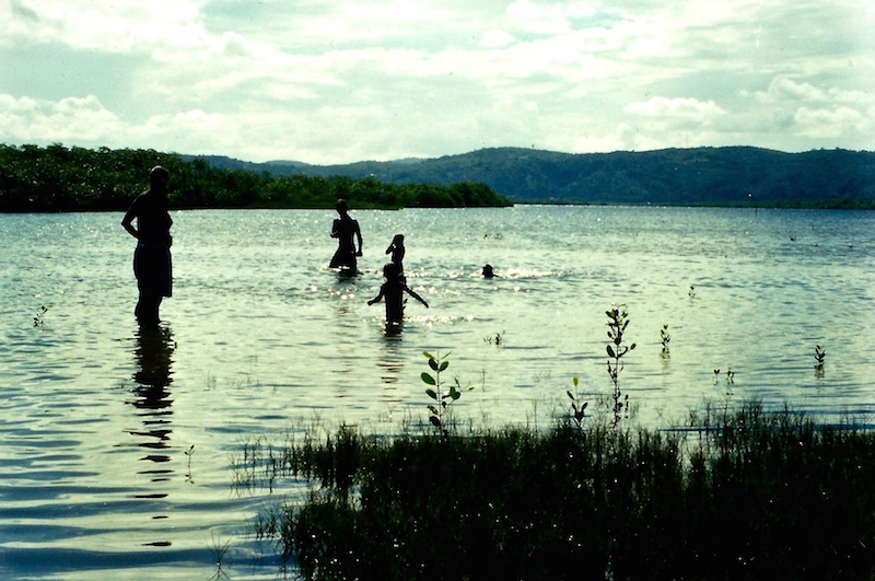 Baden im Fluss in der Nähe der Fazenda Paraiso.