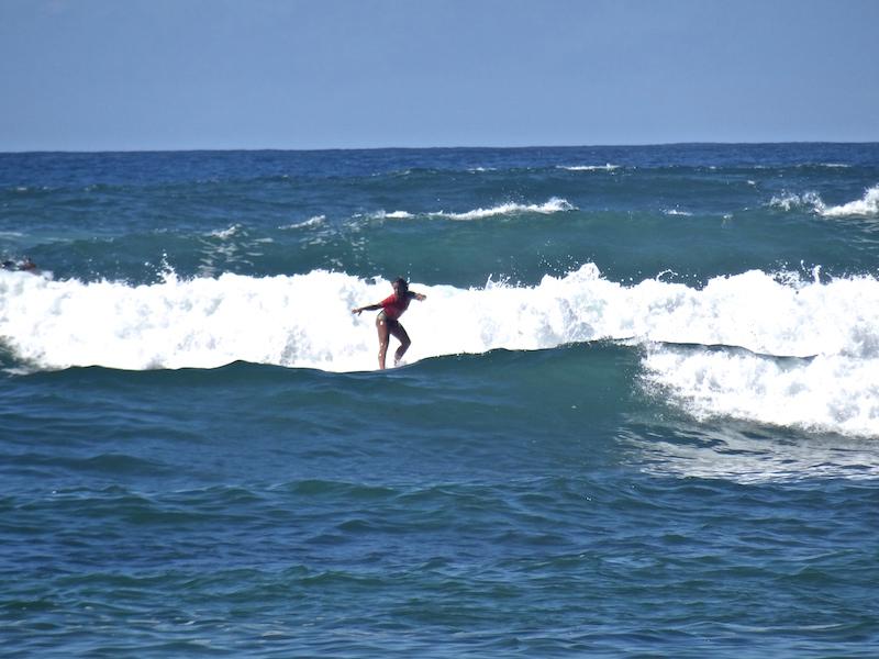 So elegant surfen auch nur die Lehrer von Planet Surfcamps...