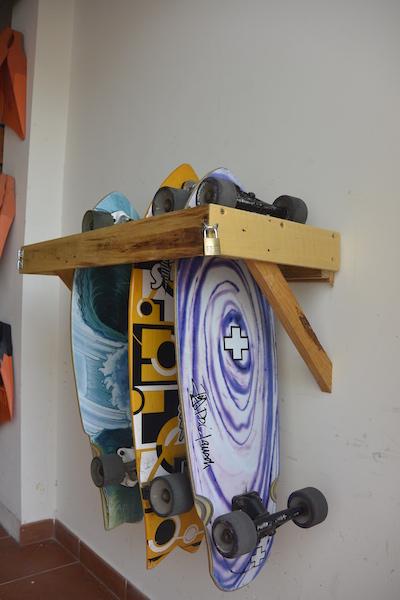 Die Balance kannst du auch auf kleineren Brettern üben.