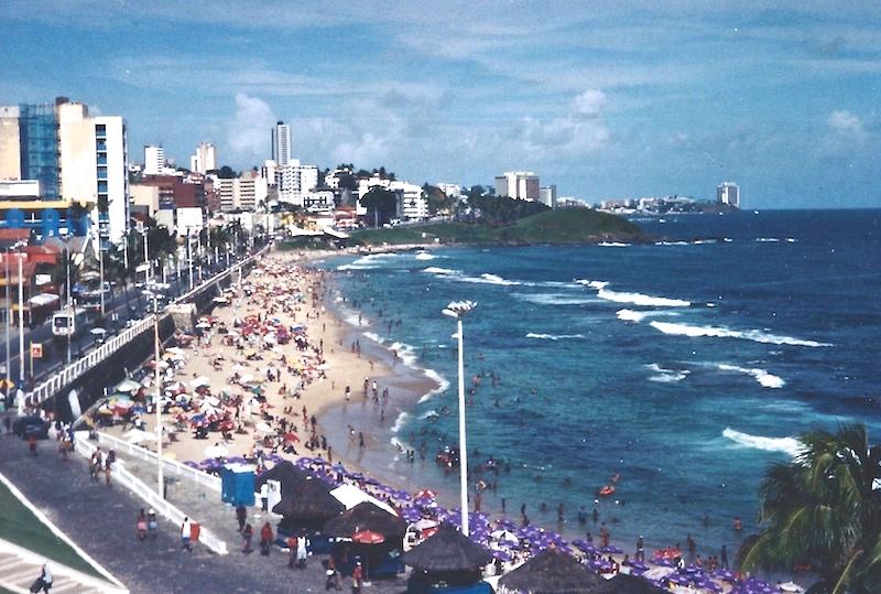 Der Hauptstrand von Salvador in Brasilien.