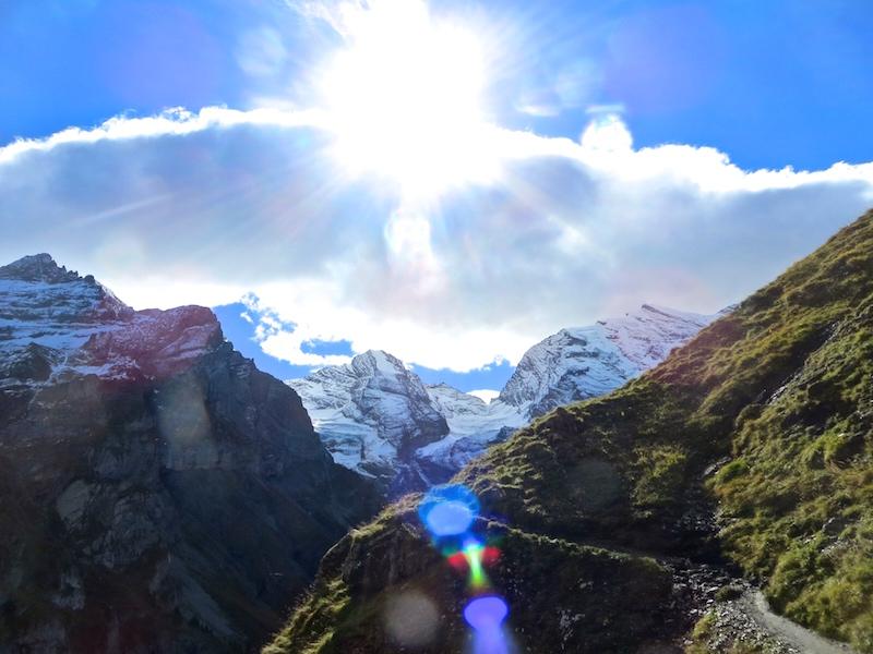 Höhenwanderung entlang des Oeschinensees.