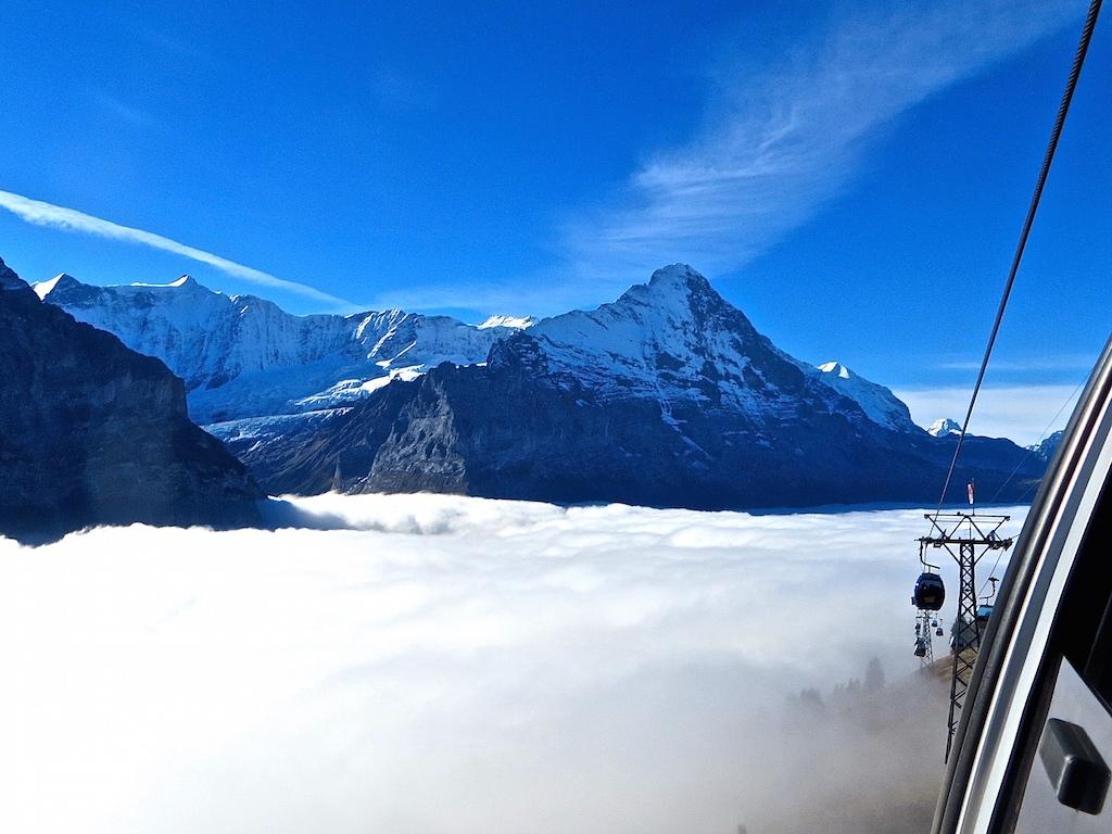 Blick auf das Nebelmeer von Grindelwald First.
