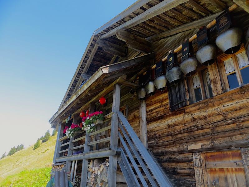 Traditionelle Häuser entlang der Strecke zum Seebergsee.