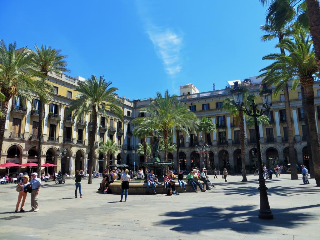 Die Plaça Reial in Barcelona, einer der schönsten Plätze der Stadt.