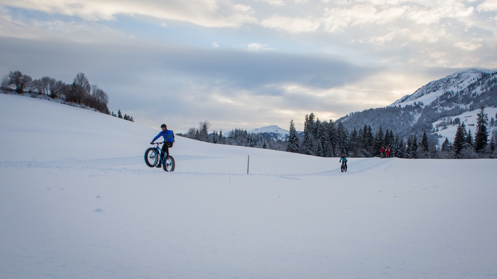 Fatbiking im Winterwunderland. Photo: ANTO/Chris Wisser