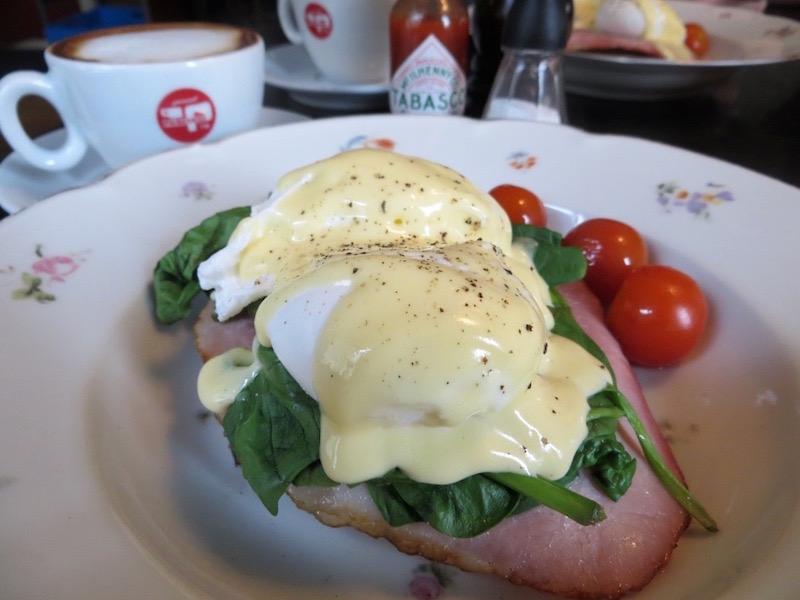 Eggs Benedict: Unbedingt ausprobieren im Café Dyrehaven.