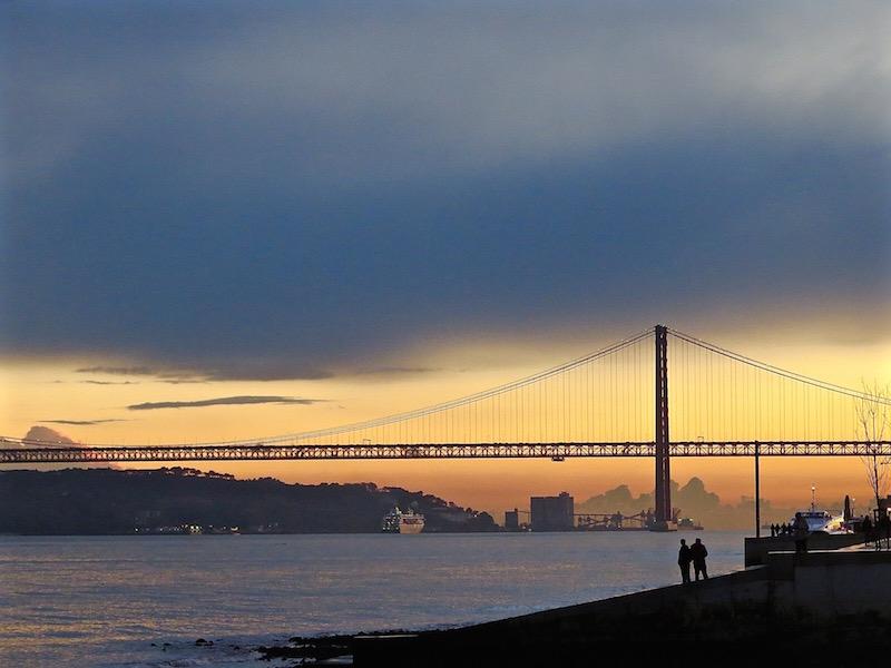 ...und die Sonne lässt die Ponte 25 de Abril in einer wundervolle Stimmung erstrahlen.