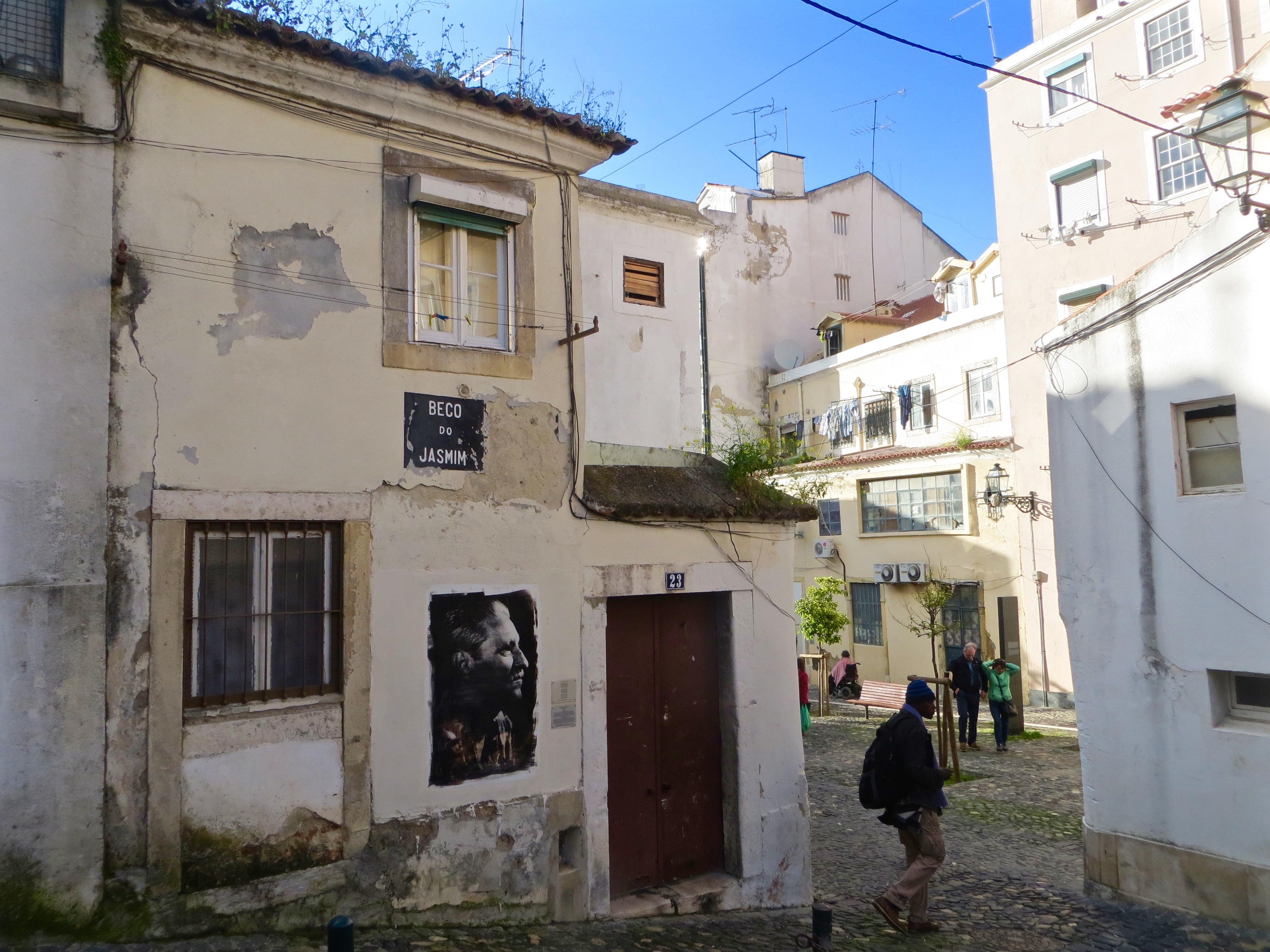 In Lissabons Moureria sind sie überall zu finden.