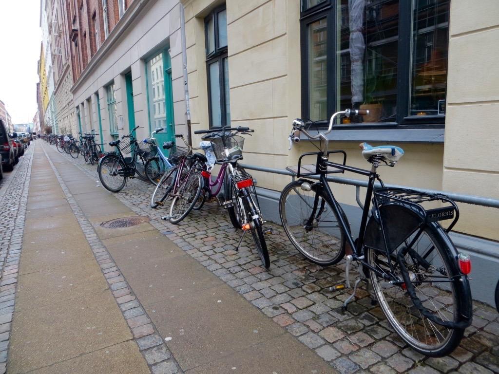 Mit dem Fahrrad lässt sich Kopenhagen super erkunden.