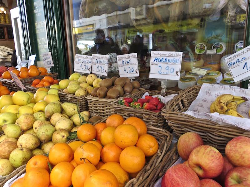 Viel frisches Obst gehört in Portugal auch dazu.