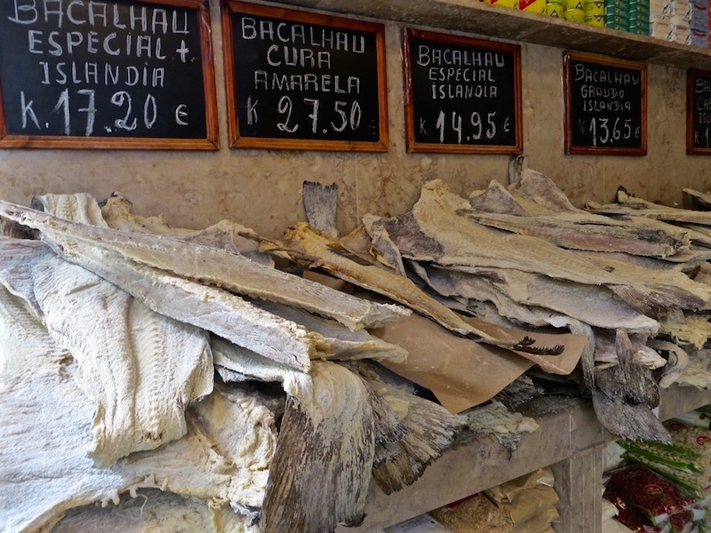 Bacalhau, der getrocknete Nationalfisch Portugals.