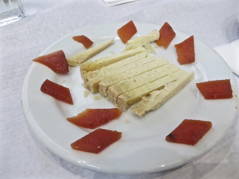 Auch Käse in allen Variationen gehört zu Lissabons Küche dazu.