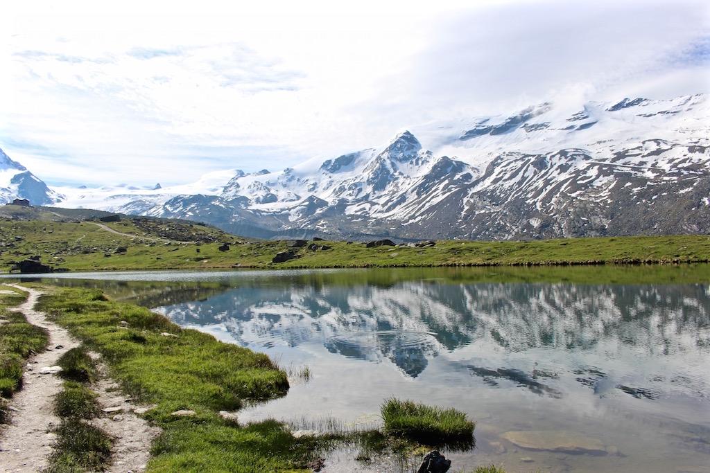 Der schönste Teil des 5-Seenwegs in Zermatt.